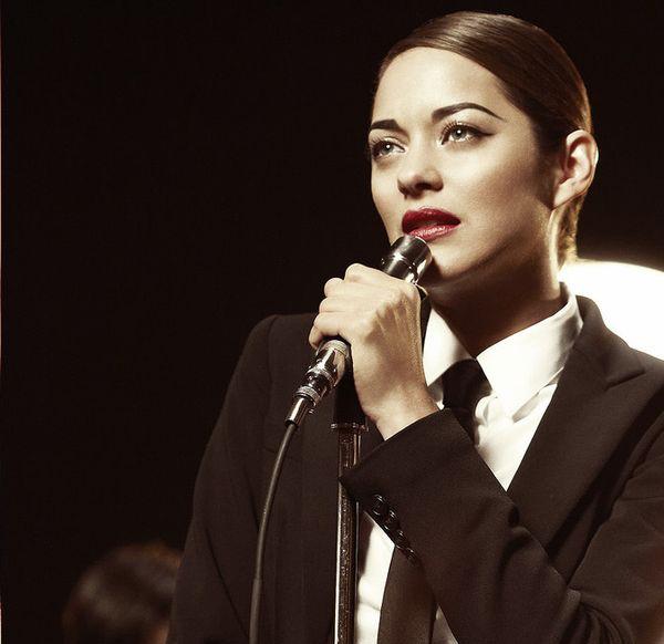 Marion... tú y yo... los micrófonos... piénsalo.